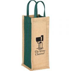 An angled view of a light brown jute single bottle wine tote with hunter green side panels and handles and a black logo on the front